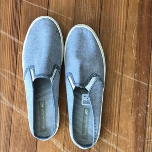 American Eagle slipons